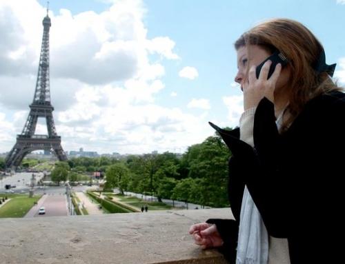 Πιστοί στο κινητό και τον πάροχό τους οι Έλληνες στο εξωτερικό